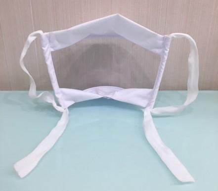 máscara transparente vista por trás