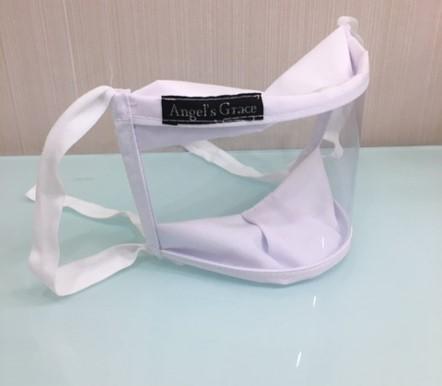 máscara transparente virada de lado