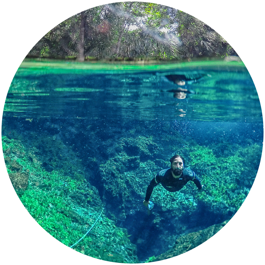 Flutuação na Nascente Azul