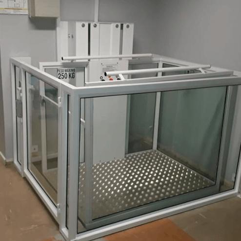 Elevadores de acessibilidade para instalações internas (JE ELEVADORES)