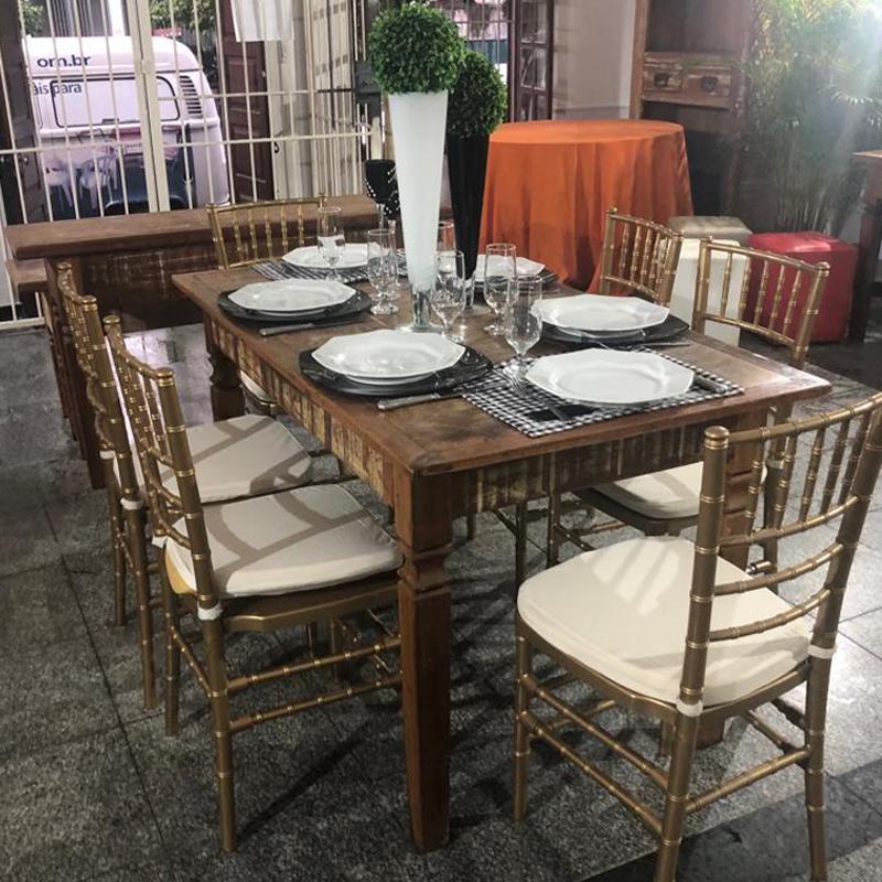 Material de festas + mesa e cadeiras