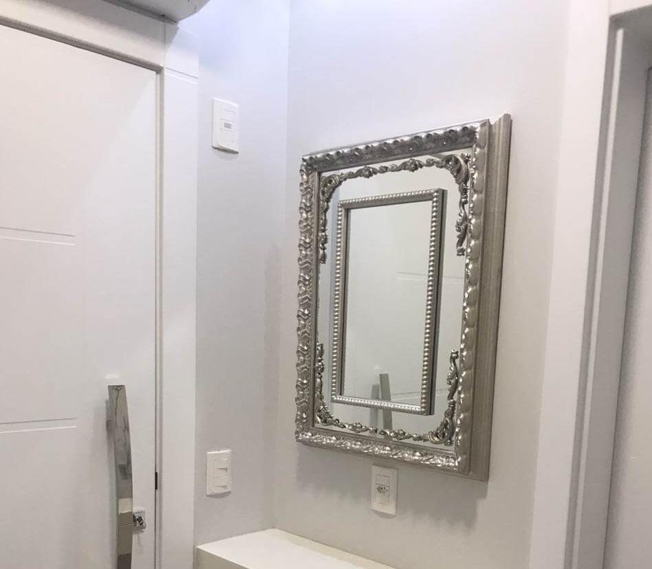 Espelho clássico com moldura prata Decore Pronto