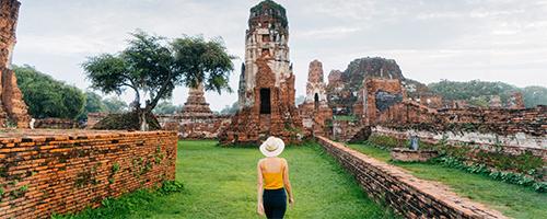 Ebook Tailândia - mulher caminhando em Ayuthaya
