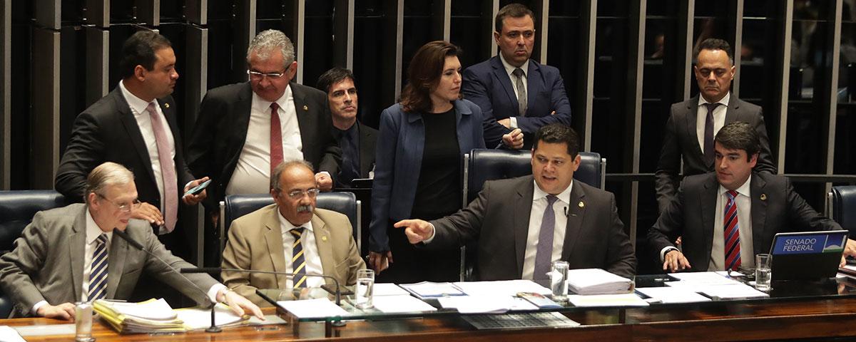 PEC paralela da Previdência aprovada por senadores ressuscita privilégios